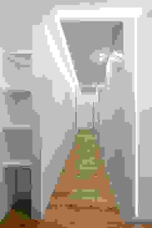 Couloir et hall d'entrée de style  par ARCHILAB architettura e design, Moderne