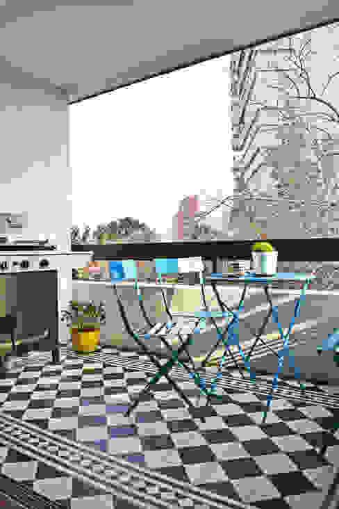 ESTUDIO BASE ARQUITECTOS Modern balcony, veranda & terrace