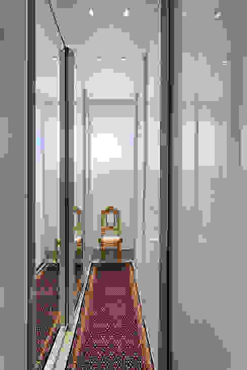 Vestidores y placares clásicos de Emmanuelle Eduardo Arquitetura e Interiores Clásico