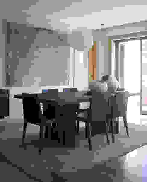 São Jerónimo: Salas de jantar  por Consigo Interiores