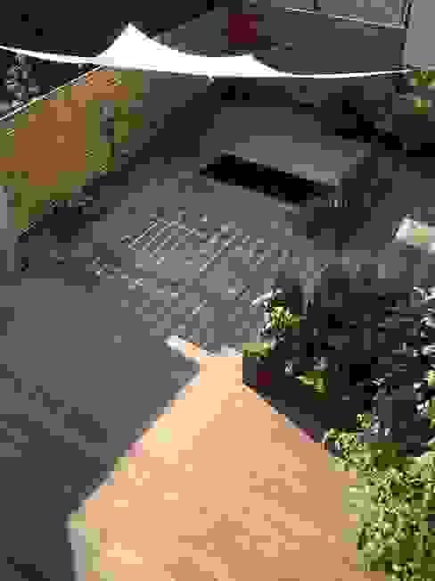 Kahrs GmbH Балкон и терраса в рустикальном стиле Дерево Коричневый