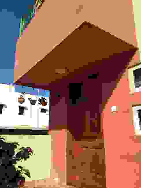 Rumah oleh Design Kkarma (India), Eklektik