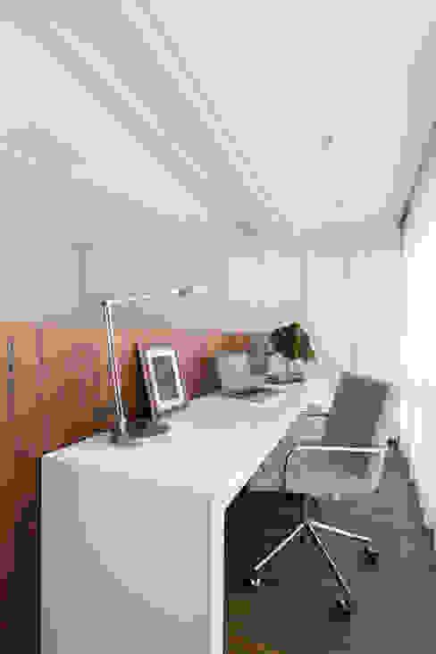 Minimalist bedroom by AMBIDESTRO Minimalist