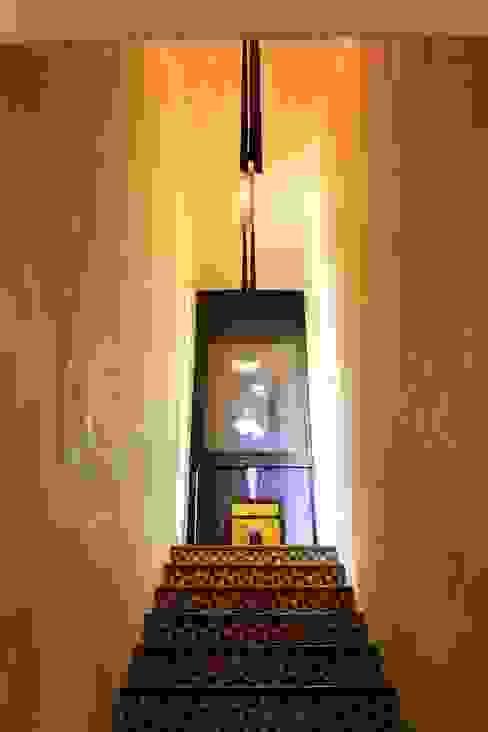Pasillos, halls y escaleras mediterráneos de Crafted Tiles Mediterráneo