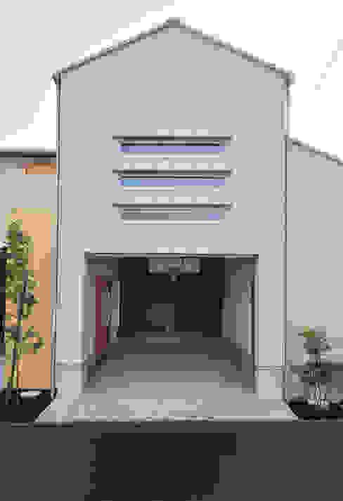 Garage/shed by (株)独楽蔵 KOMAGURA, Modern