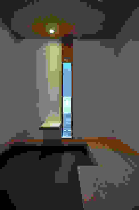 バスケットボールのできる家 モダンスタイルの 玄関&廊下&階段 の (株)独楽蔵 KOMAGURA モダン