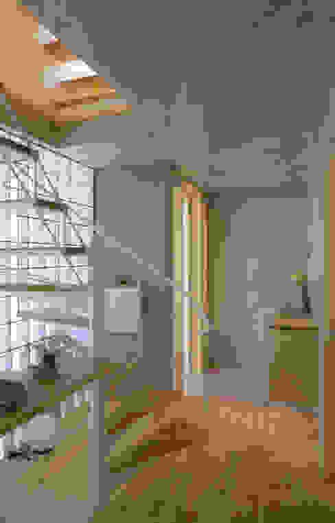 静岡の家 case001 モダンスタイルの 玄関&廊下&階段 の 岩川アトリエ モダン