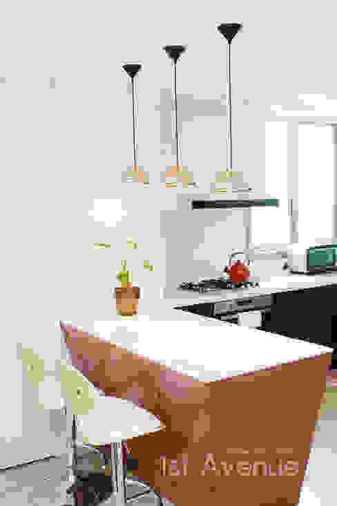 Cocinas de estilo  por 퍼스트애비뉴, Moderno