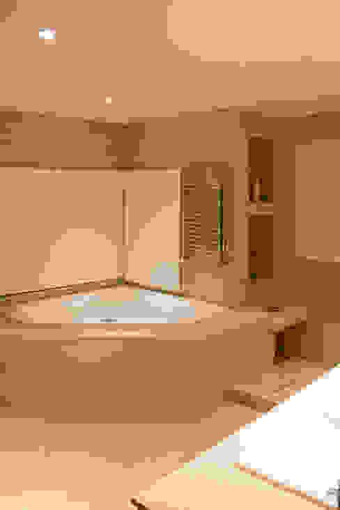 Casa DDC Modern bathroom by Zaccanti & Monti arquitectos Modern
