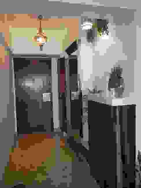 DB WOODS , GOREGAON J SQUARE - Architectural Studio Corridor, hallway & stairs Accessories & decoration