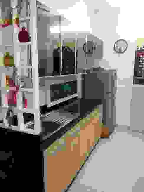 DB WOODS , GOREGAON J SQUARE - Architectural Studio KitchenStorage