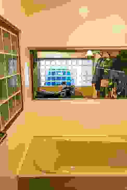 大好きなバイクと暮らすラスティックな素材感を楽しむ住まい ラスティックスタイルの お風呂・バスルーム の QUALIA ラスティック