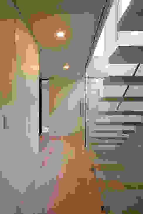 Pasillos y recibidores de estilo  por 設計事務所アーキプレイス