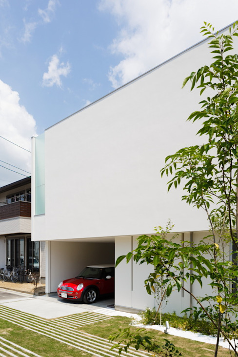 LIGHT COURT HOUSE 北欧風 家 の MITSUTOSHI OKAMOTO ARCHITECT OFFICE 岡本光利一級建築士事務所 北欧 ガラス
