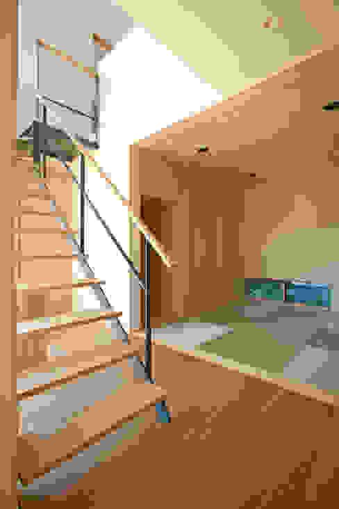 Koridor & Tangga Modern Oleh 設計事務所アーキプレイス Modern
