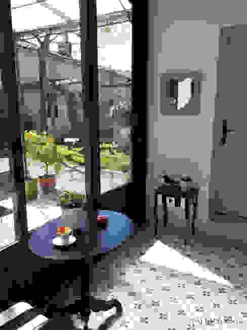 Mini véranda: Terrasse de style  par MJ Intérieurs, Classique