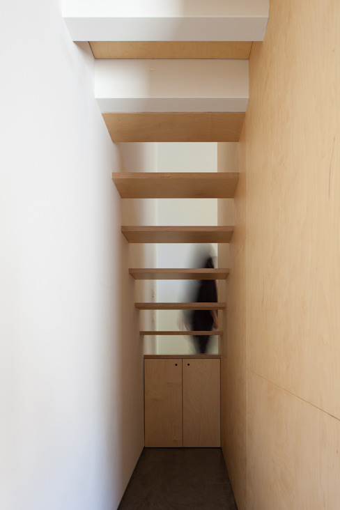 casa das Nogueiras Corredores, halls e escadas modernos por par-do Moderno