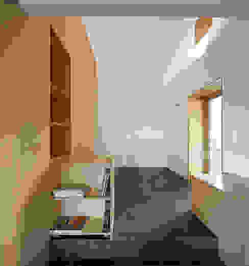 casa das Nogueiras Salas de estar modernas por par-do Moderno