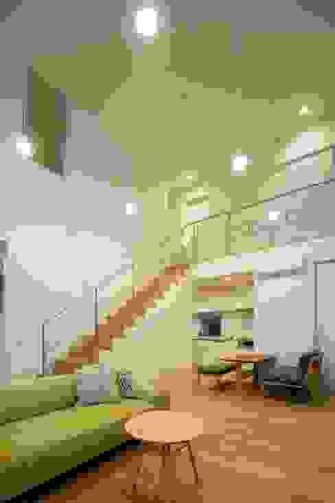 Гостиная в стиле модерн от Studio R1 Architects Office Модерн