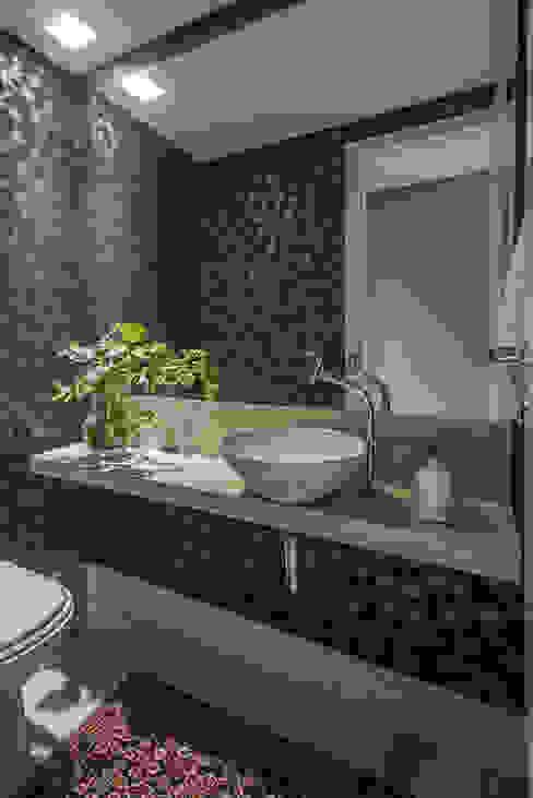APTO BIACARAL Gislene Soeiro Arquitetura e Interiores Banheiros modernos