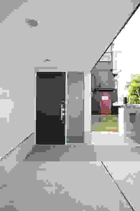 Hành lang, sảnh & cầu thang phong cách hiện đại bởi 設計事務所アーキプレイス Hiện đại