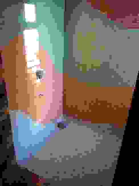 Dr varia residence Modern bathroom by Tameer studio Modern