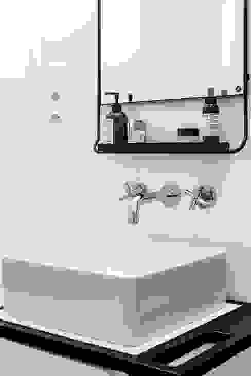 Łazienka skandynawska: styl , w kategorii Łazienka zaprojektowany przez Pracownia projektowa Na Antresoli,Skandynawski