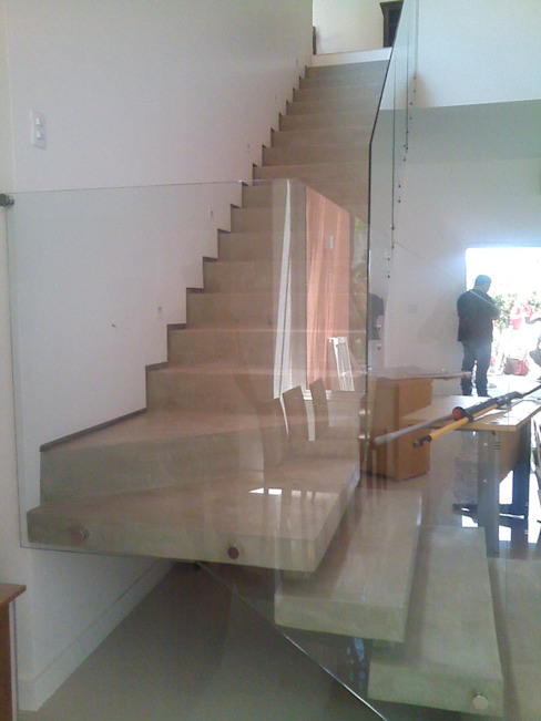 Modern Corridor, Hallway and Staircase by Margareth Salles Modern