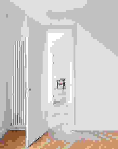 Modern corridor, hallway & stairs by Gisbert Pöppler Architektur Interieur Modern