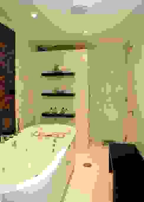 Salle de bain originale par 澤山乃莉子 DESIGN & ASSOCIATES LTD. Éclectique