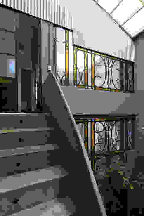 Galpón Lola Pasillos, vestíbulos y escaleras industriales de Pop Arq Industrial
