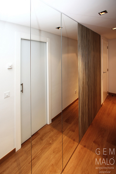Modern Dressing Room by Gemmalo arquitectura interior Modern Wood-Plastic Composite
