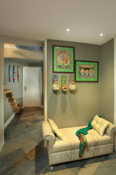 Residence For Anand's, New Delhi Modern corridor, hallway & stairs by groupDCA Modern