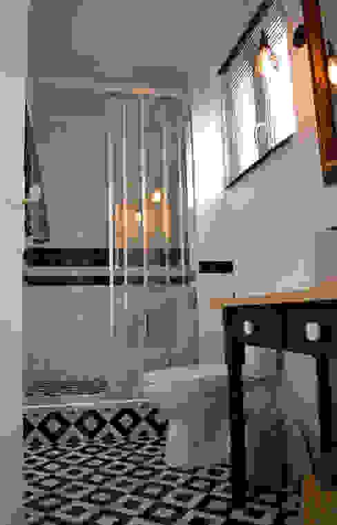 Une salle de bain au style rétro-chic / industriel Salle de bain industrielle par Laura Benitta Architecture d'intérieur et création de jardins Industriel