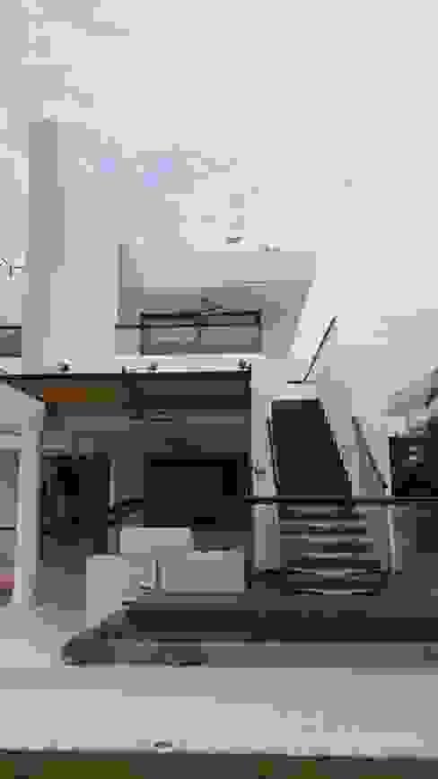 Escalera acceso a Terraza Habitación principal y terraza mirador. de homify Moderno Concreto