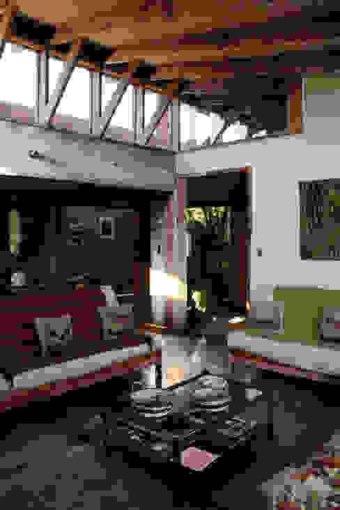 Phòng khách phong cách đồng quê bởi ALIWEN arquitectura & construcción sustentable - Santiago Đồng quê