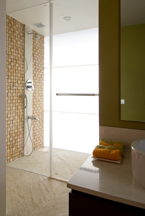 Residence 2 Modern bathroom by Dynamic Designss Modern