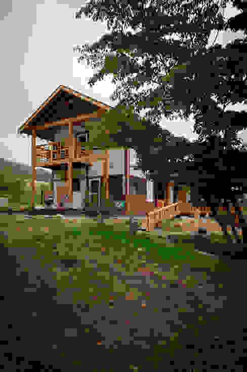 층층나무집 (Geochang house) Moderne Häuser von 위빌 Modern