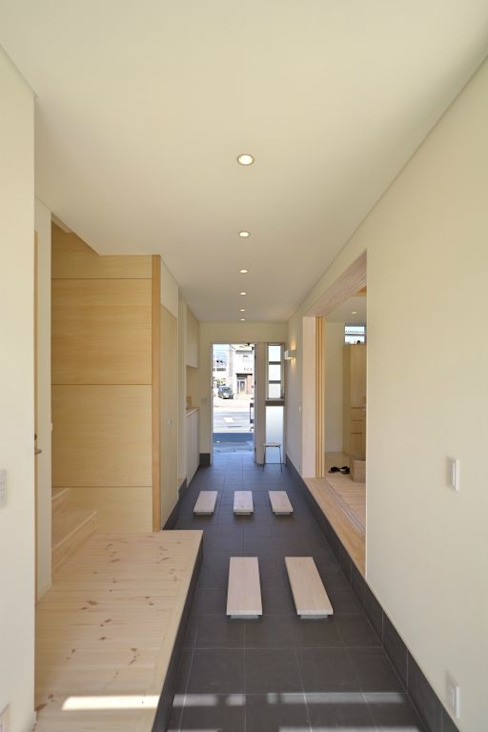 通り土間 モダンスタイルの 玄関&廊下&階段 の 有限会社 橋本設計室 モダン