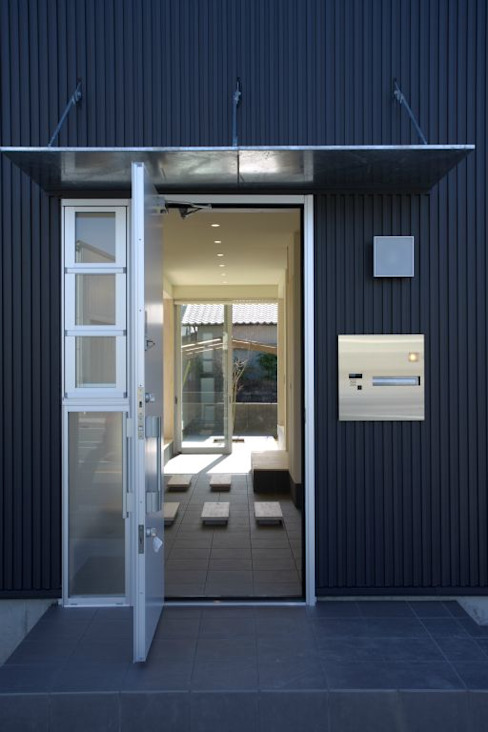 アプローチ モダンな 家 の 有限会社 橋本設計室 モダン