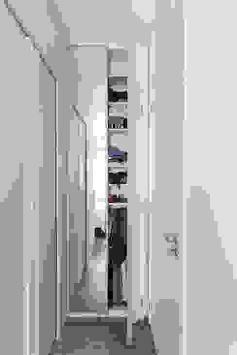 Modern dressing room by Kali Arquitetura Modern
