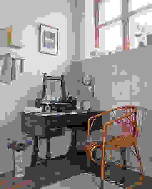Scandinavian style bathroom by Guseva-style Scandinavian
