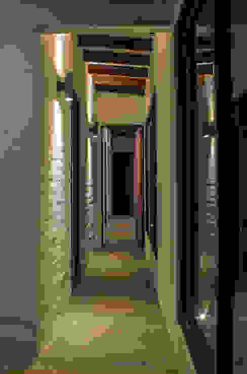 Casa de Campo. Club Ecuestre de Huachipa FURSE.arquitectura Pasillos, vestíbulos y escaleras modernos