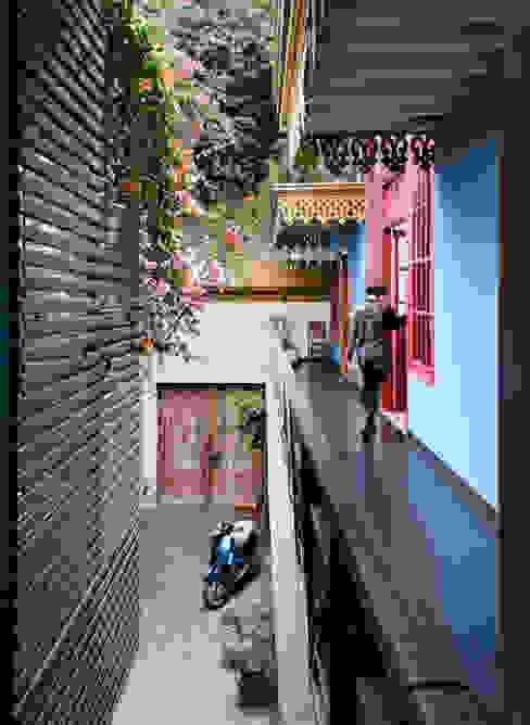 Casa Azul Balcones y terrazas modernos de Marina Vella Arquitectura Moderno