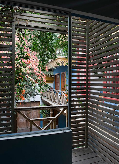 Casa Azul Balcones y terrazas de estilo moderno de Marina Vella Arquitectura Moderno