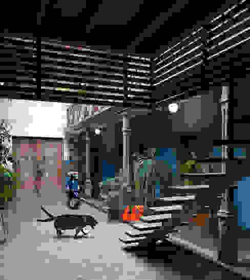 Casa Azul Pasillos, vestíbulos y escaleras de estilo moderno de Marina Vella Arquitectura Moderno