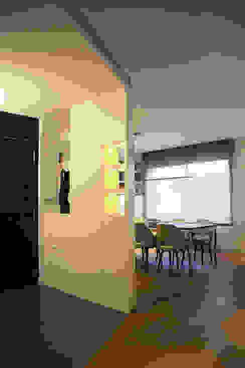 Vestíbulo de entrada Daifuku Designs Pasillos, vestíbulos y escaleras de estilo minimalista