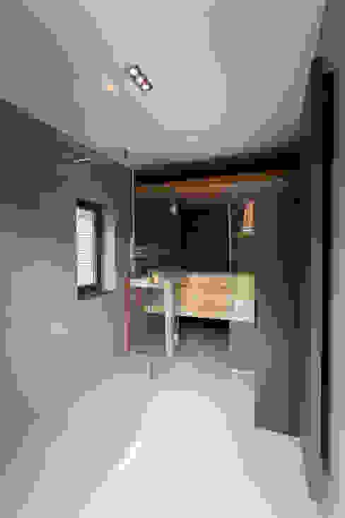 Verbouwing stadswoning Minimalistische spa's van B-TOO Minimalistisch