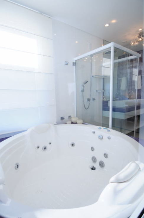 Projeto Arquitetura de Interiores Residencial Litoral Banheiros minimalistas por Marcelo John Arquitetura e Interiores Minimalista