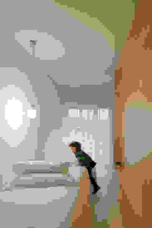 forte apartment : Quartos de criança  por merooficina,